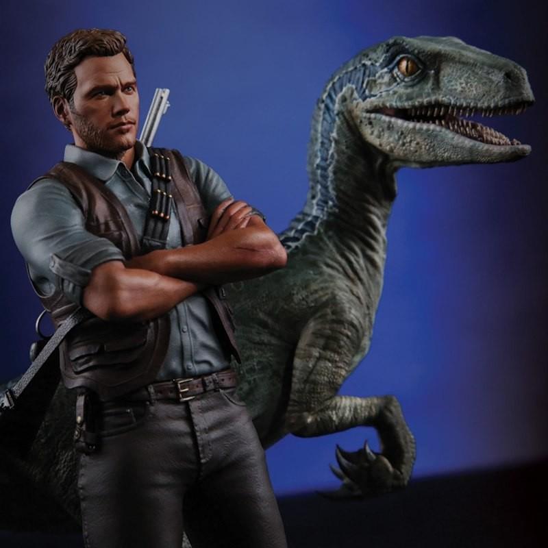Owen and Blue - Jurassic World - 1/9 Scale Polystone Statue
