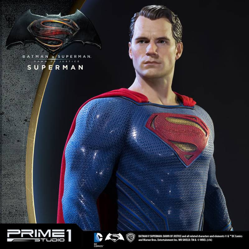 Superman - Batman v Superman - 1/2 Scale Statue