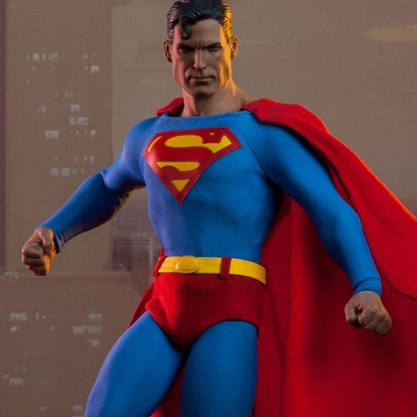Superman - Sixth Scale Figur