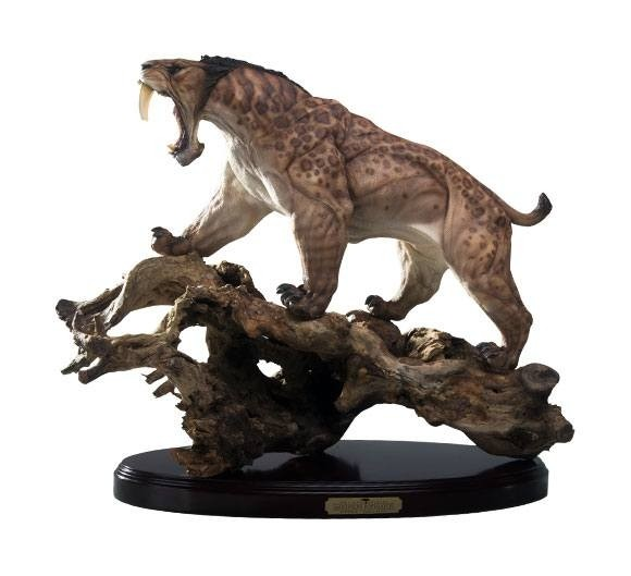 King of the Felines Smilodon Populator Tree Root Exclusive - 1/6 Predatory Scale Statue