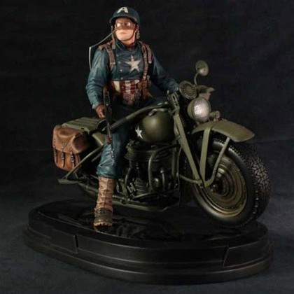 Captain America on Motorcycle - 1/4 Scale Statue