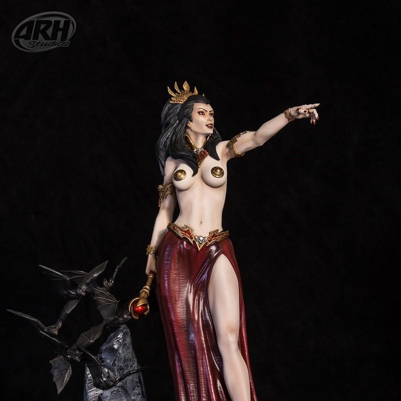 Queen of Vampires - 1/4 Scale Statue