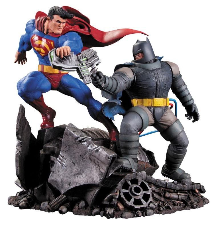 Superman vs. Batman - Batman The Dark Knight Returns - Resin Statue