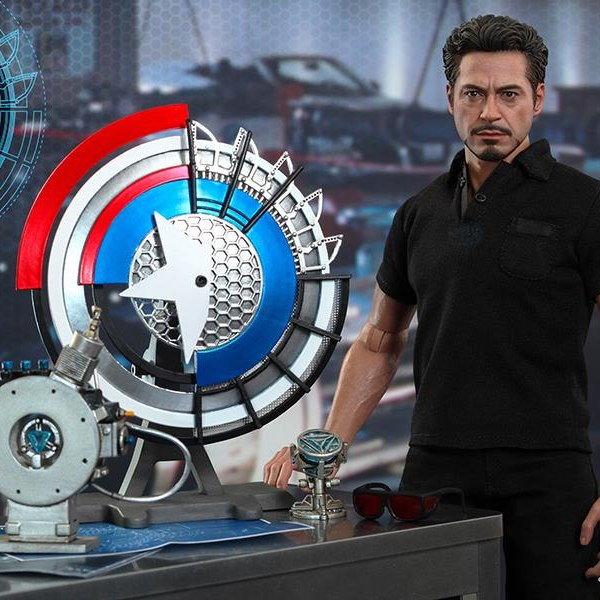 Tony Stark mit Arc Reactor Accessories Set