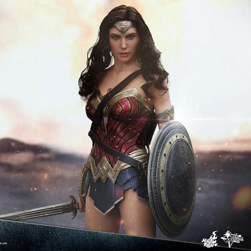 Wonder Woman - Batman v Superman - 1/6 Scale Figur