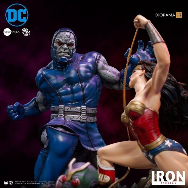 Wonder Woman Vs Darkseid by Ivan Reis - DC Comics - 1/6 Scale Diorama