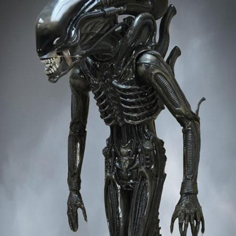 Big Chap - Alien - Life-Size Statue