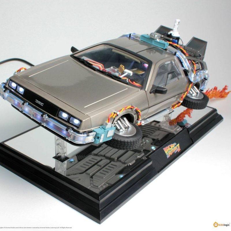 DeLorean Time Machine - Zurück in die Zukunft II - Schwebe-Modell mit Leuchtfunktion