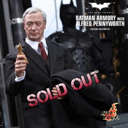 Batman Armory mit Alfred Pennyworth