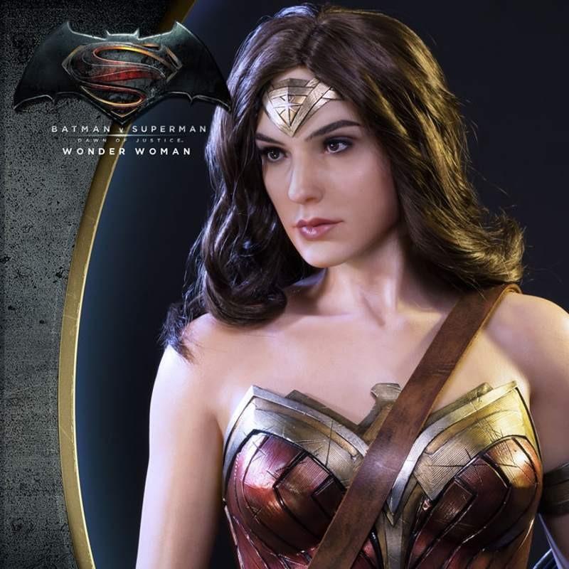 Wonder Woman - Batman v Superman - 1/2 Scale Statue