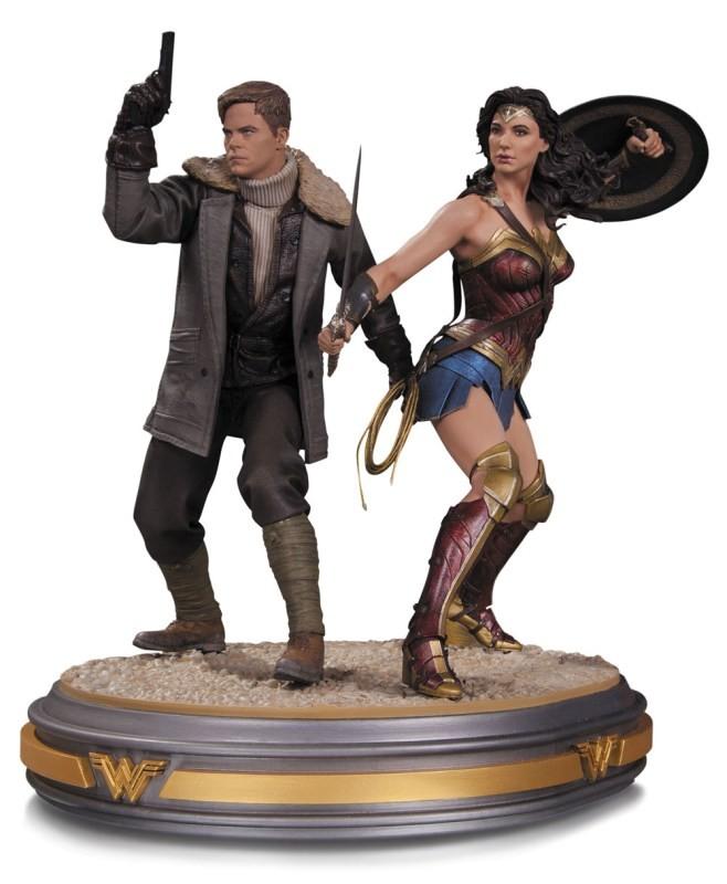 Wonder Woman and Steve Trevor - Wonder Woman - Resin Statue