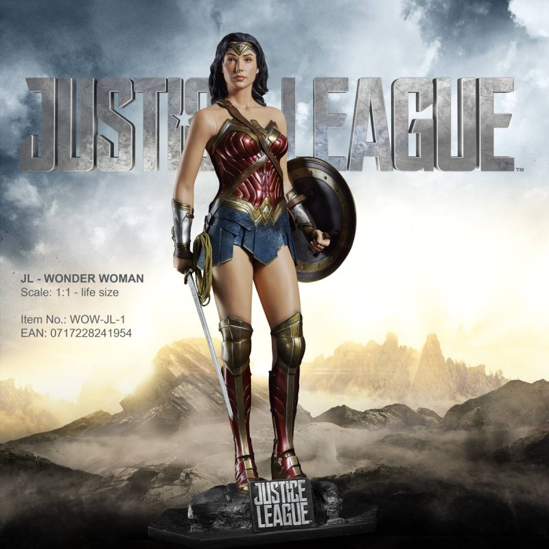 Wonder Woman - Justice League - Life-Size Statue